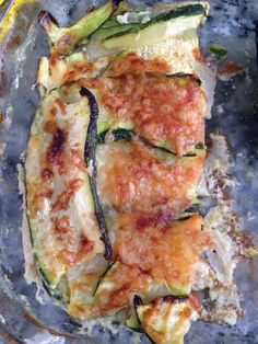 Lasagna de calabacín, champis, tomate frito casero, huevo y Philadelphia, gratinado con queso parmesano