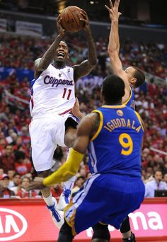 The Los Angeles Clippers' Jamal Crawford (11) drives to the basket against Golden State Warriors defenders Stephen Curry and Andre Iguodala ...