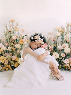My heart is LITERALLY MELTING from how gorgeous this neutral whimsical bridal editorial. Love how the warm tones of pink complement the minimal bride with neutral tones. Bridal Shoot, Wedding Shoot, Wedding Poses, Wedding Ideas, Wedding Ceremony, 1920s Wedding, Wedding Vintage, Wedding Menu, Wedding Bride
