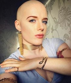 Attractive women look their best with their eyebrows shaved off, and head shaved smoothly bald. Ladies Shave Your Head! Girl Short Hair, Short Hair Cuts, Short Hair Styles, Girls Short Haircuts, Short Hairstyles For Women, Short Girls, Girl Hairstyles, Ideal Beauty, Beauty Women