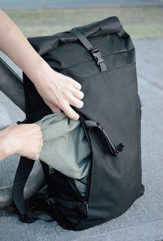 Design of a minimalist urban backpack using technical fabrics.