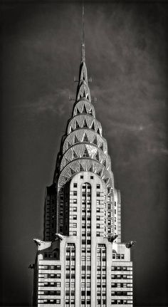 Above is a picture of the Chrysler Building. The Chrysler Building is located in New York City in the borough of Manhattan. Built in the Chrysler Building stands 1046 feet. The geometric shape of the building is classic Art Deco. Arte Art Deco, Estilo Art Deco, 1920s Art Deco, Chrysler Building, New York Architecture, Amazing Architecture, Modern Architecture, Bauhaus Architecture, Streamline Moderne