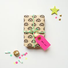 e33b2b97b700  Eyes  Gift Wrap Free Printable Holiday Tags and Wrap