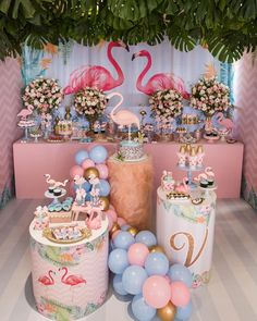 Festa Flamingo: 90 fotos + tutoriais para uma comemoração incrível Pink Flamingo Party, Flamingo Baby Shower, Flamingo Birthday, Girl Birthday Decorations, Summer Party Decorations, 13th Birthday Parties, Birthday Party Themes, Deco Buffet, Hawaiian Birthday