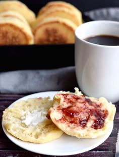 Quick and Soft English Muffins English Muffin Recipes, Homemade English Muffins, Bread Recipes, Baking Recipes, Yeast Dough Recipe, My Favorite Food, Favorite Recipes, Baking Cookbooks, Recipe Creator