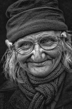 Expert Advice That Helps You Succeed – Black and White Photography Old Faces, Many Faces, Black And White Portraits, Black And White Photography, Beautiful Soul, Beautiful People, Foto Portrait, Face Photography, Face Reference