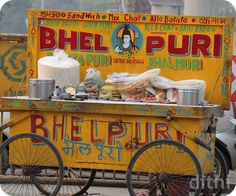 Street food cart in India-- Sometimes the simplest concepts can be the best! Calcutta, Comida India, India Street, Mother India, Indian Street Food, Food Stall, India Food, Curry, Truck Design
