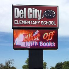 This school in Oklahoma gets its students excited about reading, thanks to a fantastic digital display. Outdoor Led Signs, Del City, School Signs, Effective Communication, Cloud Based, Sign Design, Elementary Schools, Oklahoma, Students