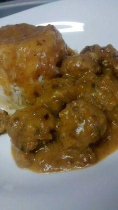 Albóndigas con salsa española. Y para acompañar arroz blanco. Tahona Artesanal Gourmet Bilbao.