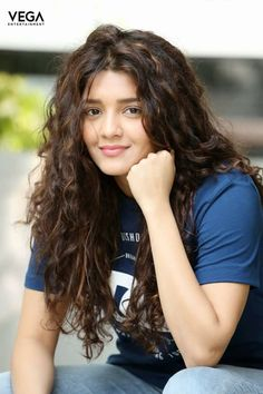 Ritika Singh Photos at Shivalinga movie Interview. Kollywood movie Shivalinga actress Ritika Singh stills at the movie interview. Beautiful Girl Photo, Beautiful Girl Indian, Beauty Full Girl, Beauty Women, India Beauty, Asian Beauty, Brunette Beauty, Hair Beauty, Rithika Singh
