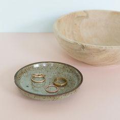 New at FELONWOOD!!! Vintage ceramic jewelry dish handmade in Japan. To purchase, click on Etsy link in bio. ✔️ ________________________________ #vintageearthenware #madeinjapan #minimalistdecor #midcenturymodern #midcenturyhome #vintageceramics #shopsmall #etsyshop #instavintage #handmade