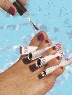 Manicure at the Motel pool.