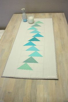 Table runner Windblown Flying Geese - all around - Immediately after my artichoke wall quilt, I was so flashed with freehand quilting that I had to ad - Table Runner And Placemats, Table Runner Pattern, Quilted Table Runners, Small Quilts, Mini Quilts, Quilting Projects, Quilting Designs, Modern Table Runners, Flying Geese Quilt