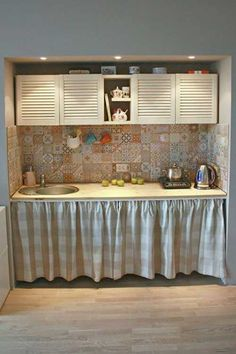 Kitchen Sets, Home Decor Kitchen, Kitchen Interior, Cottage Kitchens, Home Kitchens, Small House Decorating, Home Room Design, Küchen Design, Kitchen Remodel