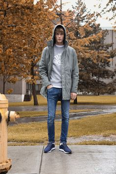 Malcolm de Ruiter by Virgili Jubero for Pull & Bear Fall/Winter 2015 -Nice length coat over a casual crew-neck sweatshirt makes for a very nice laid-back look.