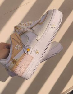 May 2020 - Top 5 đôi già y Nike Air Force 1 Hot nhất năm 2020 Dr Shoes, Cute Nike Shoes, Swag Shoes, Cute Sneakers, Hype Shoes, Retro Nike Shoes, Shoes Sneakers, Mode Converse, Sneakers Fashion