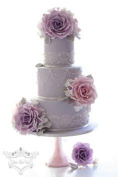 Tartas de boda - Wedding Cake - Vintage lilac wedding cake - by Leslea Matsis Cakes Purple Cakes, Purple Wedding Cakes, Lilac Wedding, Amazing Wedding Cakes, Elegant Wedding Cakes, Wedding Cake Designs, Wedding Cake Toppers, Cake Wedding, Trendy Wedding