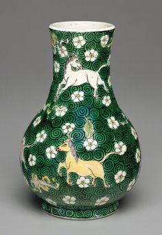 Chinese Qing Dynasty  Vase Shunzhi/early Kangxi period, 1644/1670