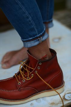 Red Wing 8131 Mens Lace Up Boots, Denim Boots, Mens Shoes Boots, Mens Boots Fashion, Jeans And Boots, Male Fashion, Botas Red Wing, Red Wing Boots, Red Wing Moc Toe