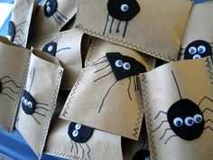 Spider treat bags diy - brown paper bags/felt/marker
