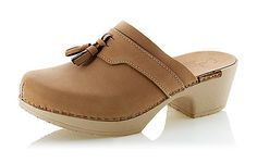 The official cabin footwear: clogs. Penny clogs from Calou.