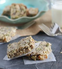 Grain Free Breakfast Bars | runningtothekitchen.com