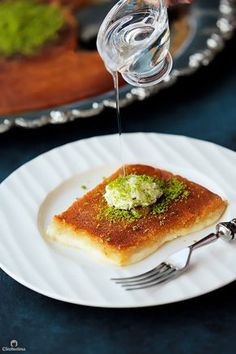 Arabic Dessert, Arabic Sweets, Arabic Food, Indian Dessert Recipes, Sweets Recipes, Yummy Recipes, Lebanese Recipes, Knafeh Recipe Lebanese, Middle Eastern Desserts