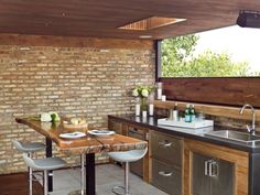cuisine d'extérieur pour l'été avec bar moderne
