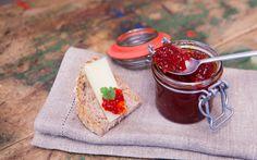 La marmellata di peperoni è una conserva tipica della tradizione contadina dell'area mediterranea; viene realizzata con peperoni rossi, aceto e zucchero.