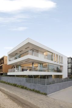 Flip Flop House | Dan Brunn Architecture; Photo: Brandon Shigeta | Archinect
