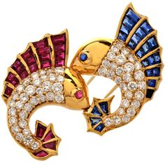 For Sale on - This vivacious lapel brooch pin incorporates a pair of fish adorned with rubies and blue sapphires on their dorsal fins, eyes and tails, while their scales Blue Diamond Jewelry, Sapphire Jewelry, Ruby Sapphire, Pearl Brooch, Brooch Pin, Antique Brooches, Imitation Jewelry, Animal Jewelry, Fine Jewelry
