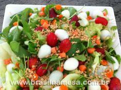 //     INGREDIENTES  Salada       1 maço de rúcula     1 pé de alface americana     10 cenouras baby em rodelas     100 gr de peito de peru defumado em cubi