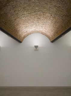 Vault and light - - Vaulted Ceiling Lighting, Facade Lighting, Interior Lighting, Light Architecture, Architecture Details, Interior Architecture, Interior Wood Stain Colors, Interior Walls, Museum Logo