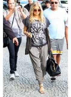 Fergie    Look de star Hippie chic    Le look hippie chic de Fergie pour faire son shopping.