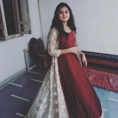 Individuals seek for: shrugs for long dresses! Finthousands of hand crafted, old-fashioned, and special products. Churidar Designs, Kurta Designs Women, Blouse Designs, Indian Dresses, Indian Outfits, Gawn Dress, Simple Kurti Designs, Kurti Designs Party Wear, Wedding Dresses For Girls