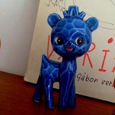 Blue porcalain deery Smurfs, Sonic The Hedgehog, Flat, Fictional Characters, Bass, Ballet Flats, Fantasy Characters