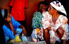 Sellers's smiles. (Uribia - Guajira Desert)