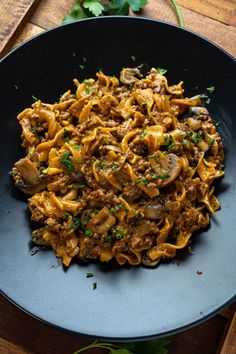 One-pan Beef Stroganoff Gourmet Recipes, Beef Recipes, Vegetarian Recipes, Dinner Recipes, Noodle Recipes, Dinner Ideas, One Pot Meals, Easy Meals, How To Cook Mushrooms