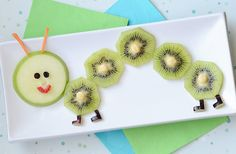 food art: a fruity caterpillar snack for kids (Pour Art For Kids) Cute Snacks, Snacks Für Party, Cute Food, Yummy Food, Food Art For Kids, Cooking With Kids, Children Food, Art Kids, Toddler Meals