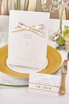 結婚式 席次表【プリメーラ】 こだわり抜いたキルトに煌めく紙質(^o^)  特注の金箔を施したリボンとルビーのスワロフスキーが絶妙のバランスです。 可愛らしいけど大人しいデザインに仕上げました。 スワロフスキーがダイアも別にあります♪ by チーフ・アートディレクター おがってい   WEBDING|ウェブディングでは148種類の招待状・席次表がHPから無料サンプル請求OK!、日本橋店ではペーパー相談会随時開催中(予約優先 03-3527-3868) #ウェディング #ペーパーアイテム #結婚式 #結婚式席次表 #手作り #DIY #座席表