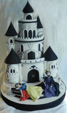 """Gâteau """"Blanche Neige et les sept nains"""" (le château) !"""