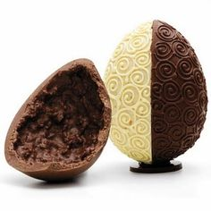 white and milk easter egg, beautifully decorated. Chocolates, Chocolate World, Love Chocolate, Boutique Patisserie, Make Your Own Chocolate, Biscuits, Easter Projects, Easter Chocolate, Truffle