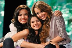 Nick Jonas escolhe entre Miley Cyrus, Demi Lovato e Selena Gomez! - http://metropolitanafm.uol.com.br/novidades/famosos/nick-jonas-escolhe-entre-miley-cyrus-demi-lovato-e-selena-gomez