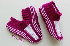 New crochet socks baby hobbies Ideas Knitted Slippers, Crochet Poncho, Crochet Slippers, Easy Crochet, Knitting Socks, Baby Knitting, Crochet Bolero Pattern, Crochet Baby Shoes, How To Make Handbags