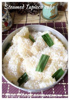 My Mum's Tapioca Cake–Steamed Tapioca Cake Or Kuih Ubi Kayu (木薯蒸糕) Asian Snacks, Asian Desserts, Asian Recipes, Ethnic Recipes, Chinese Desserts, Chinese Food, Tapioca Cake, Tapioca Dessert, Malaysian Dessert