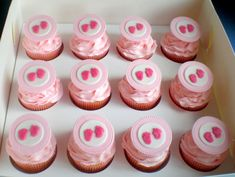 Google Image Result for http://www.babyshowercakes.ezmethod.com/wp-content/uploads/2012/06/Cupcakes-Baby-Shower-girl-02.jpg
