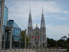 Catedral de Notre Damme Ottawa  #viajarcorrendo #canalrideau #ottawa #canada #majorshill #bywardmarket #mercadobyward #beavertails #queuesdecastor #nepeanpoint #champlain