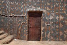 Picture of Tiébélé painted houses (Burkina Faso): Door opening in a painted house of Tiébélé