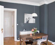 esszimmer-inspiration-vintage-style-tisch-dunkle-wand-farbe-4