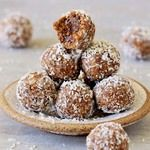 Bliss balls recipe with mulberries, rolled in desiccated coconut. Easy to make raw vegan truffles. These power balls are a healthy, nut-free and tasty snack Yummy Healthy Snacks, Vegan Snacks, Healthy Foods To Eat, Vegan Food, Healthy Eating, Vegan Recipes Videos, Vegan Recipes Easy, Gluten Free Baking, Vegan Gluten Free